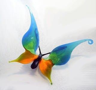 Как се прави фигура на пеперуда от стъкло
