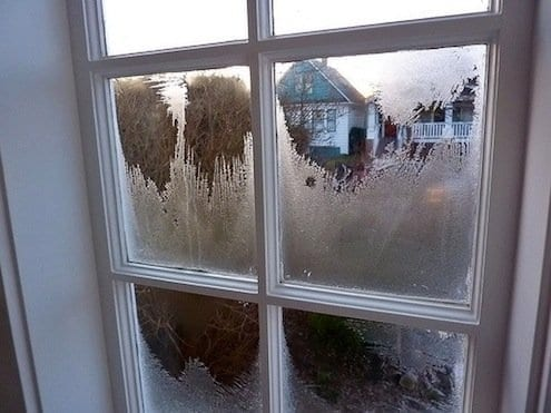 Как да избегнем замръзването на прозорците през зимата в нашия дом