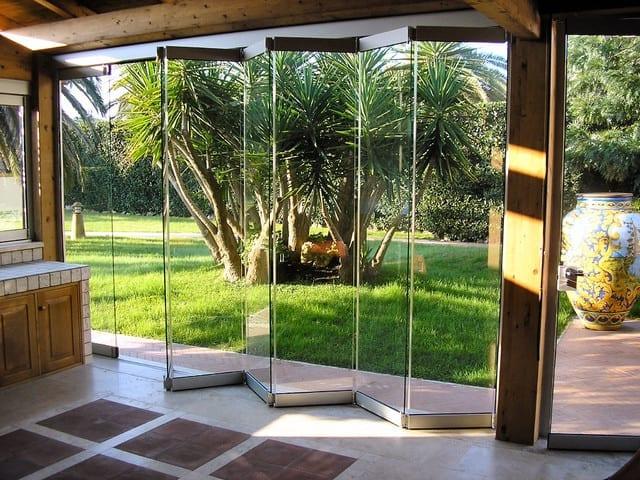 Остъкляване на тераси със стъклена хармоника
