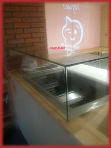 Стъклена витрина за готова храна