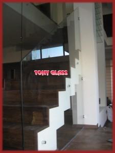 Стъклен парапет на стълби